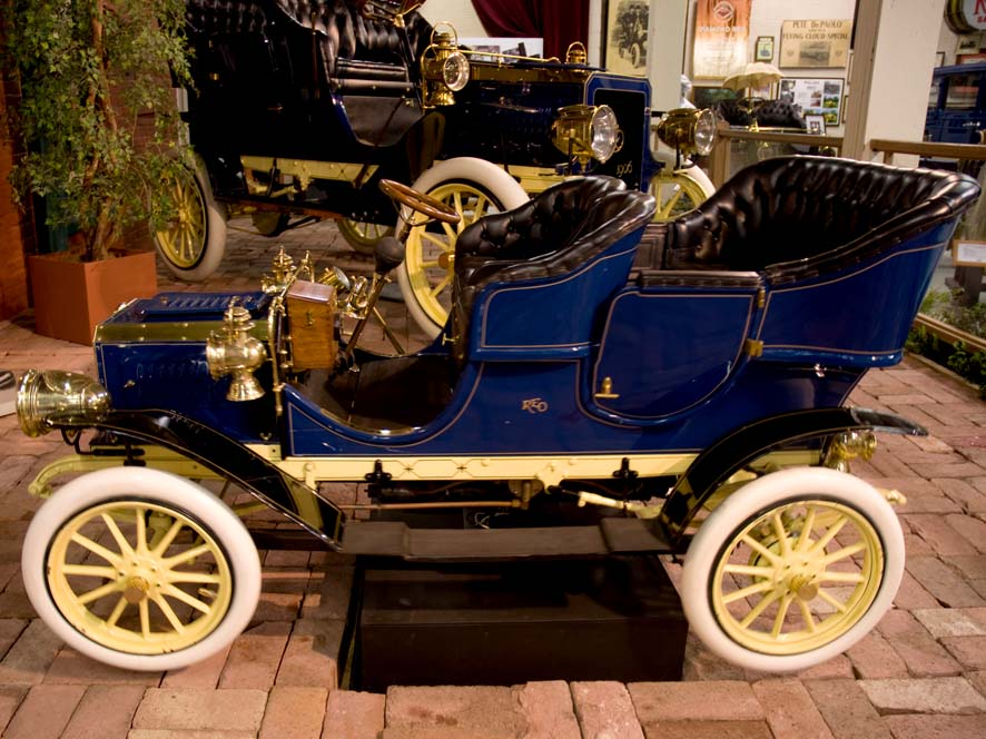 1906 REO Mama & Baby- ADOPTED through June 2023 by the Olds Club of Florida